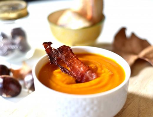 Soupe potimarron, châtaignes et lard croquant