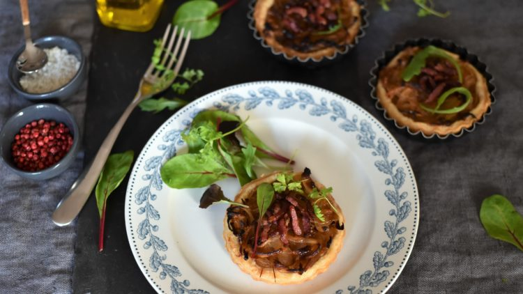 Tartelettes aux oignons confits ~ Pâte feuilletée maison