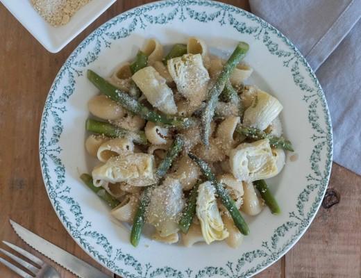 Pâtes asperges artichauts, chapelure à l'ail