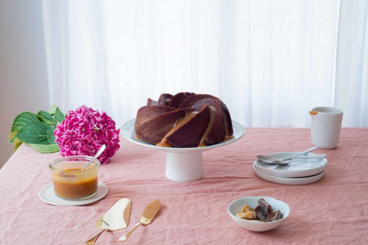 (Français) Bundt Cake chocolat, sauce caramel au beurre salé