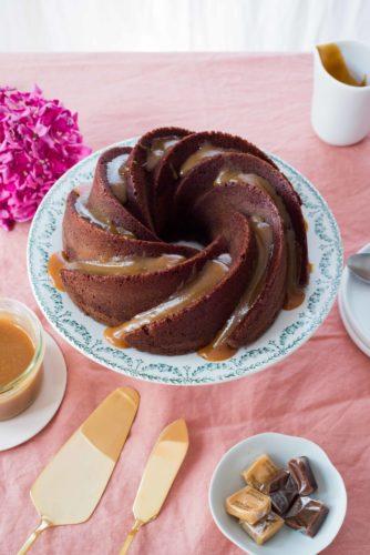 bundt cake chocolat, sauce caramel beurre salé