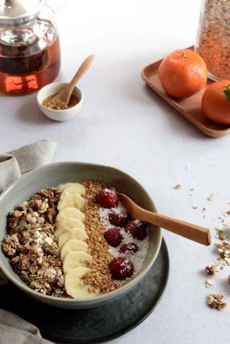 Bol de fruits au yaourt et granola