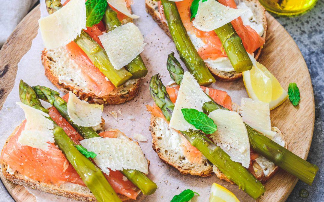 Tartines asperges et saumon fumé